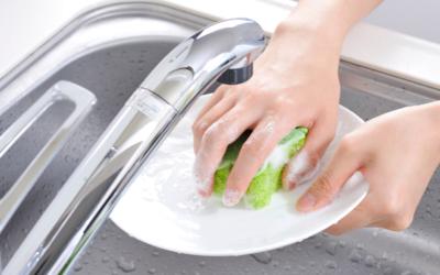¿Cómo limpiar los utensilios de la cocina?